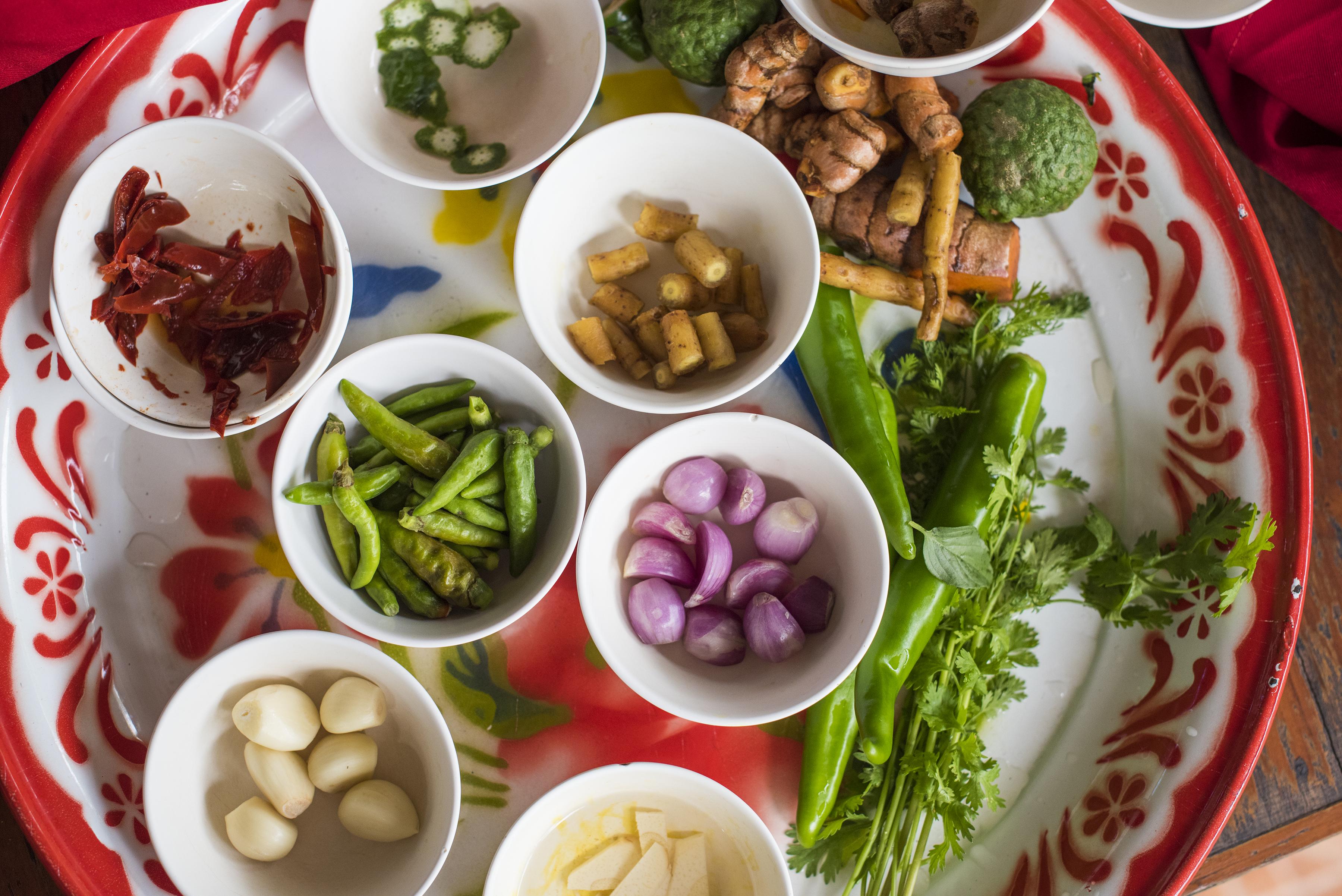 Thai ingredients bowls 01